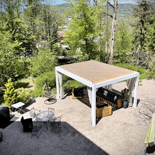 terrasse depuis le balcon de la demoiselle des roches